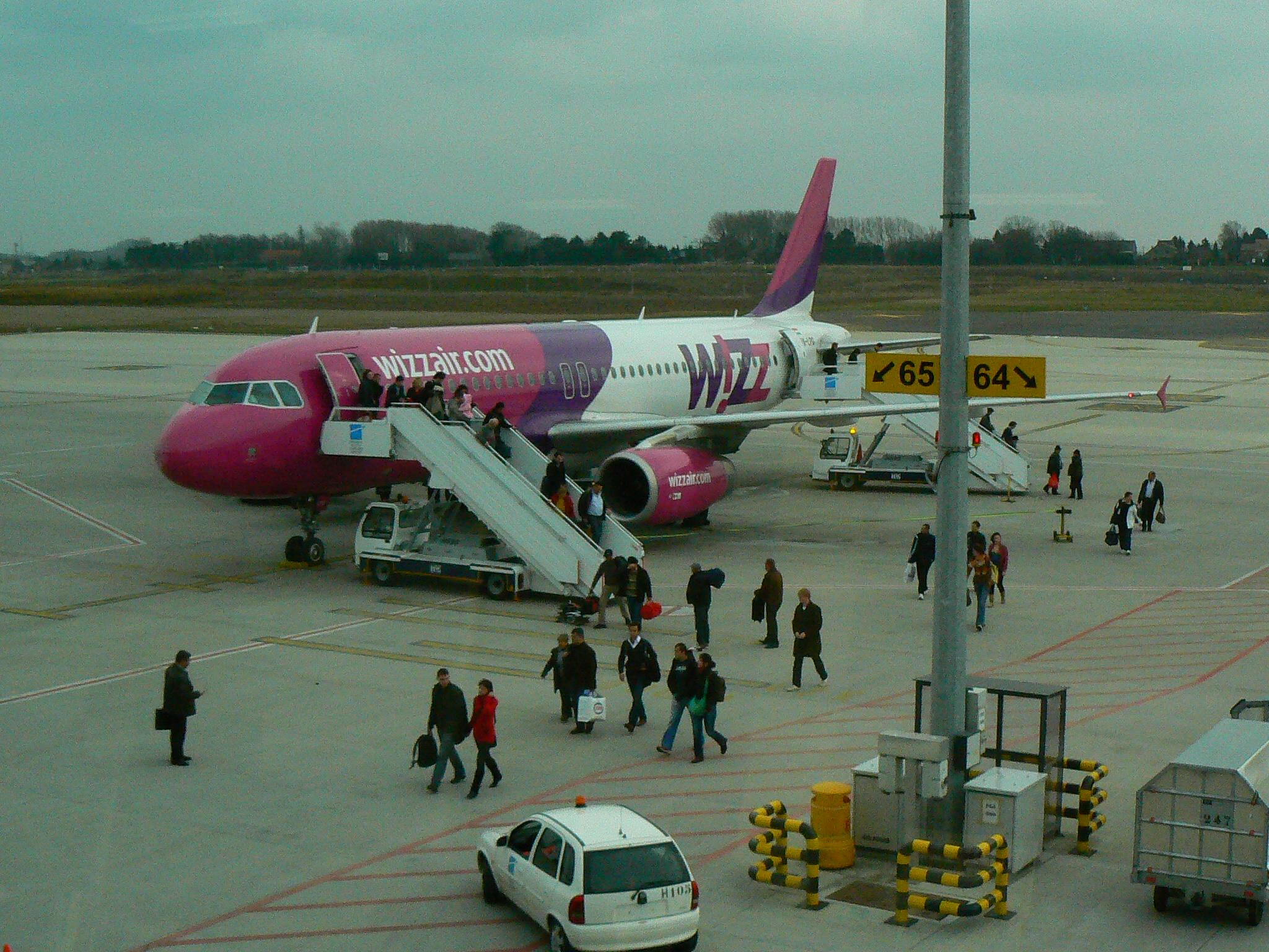 1. WizzAir la Charleroi