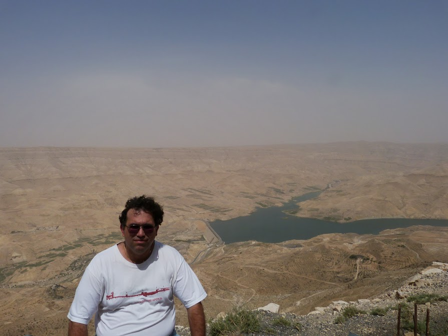 25. Baraj in desert
