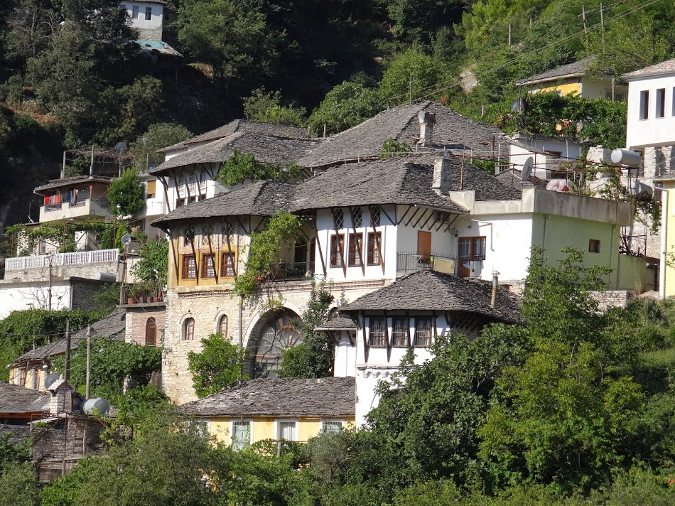 38. Case-cetate in Albania