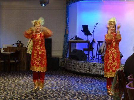 19. Dansatoare uzbece