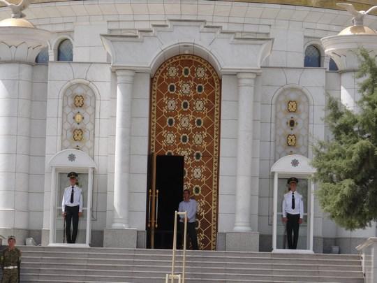 04, Intrare mormant Turkmenbashi