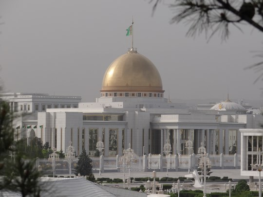 04. Palatul lui Turkmenbasi
