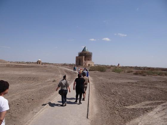 14. La plimbare prin Konya Urgench
