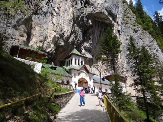 28. Manastirea Pestera