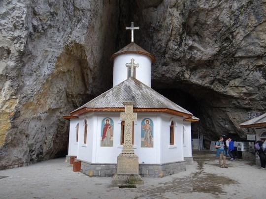 29. Biserica din Pestera