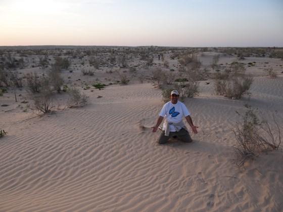 32. Apus de soare in desert