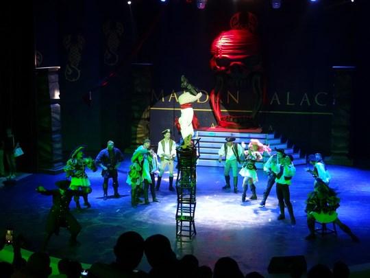 44. Spectacol pirati