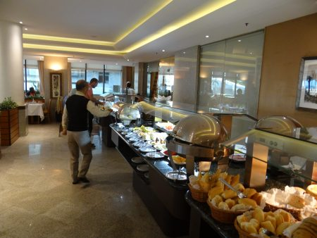 08. Mic dejun Windsor Plaza
