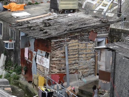 11. Casa din favela