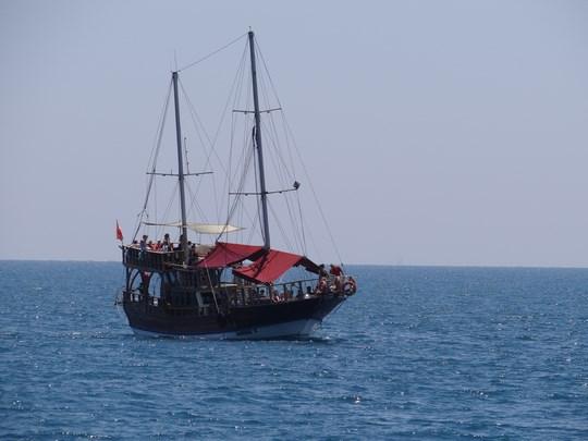 15. Pe marea Mediterana