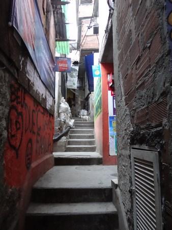 27, Strazi favela