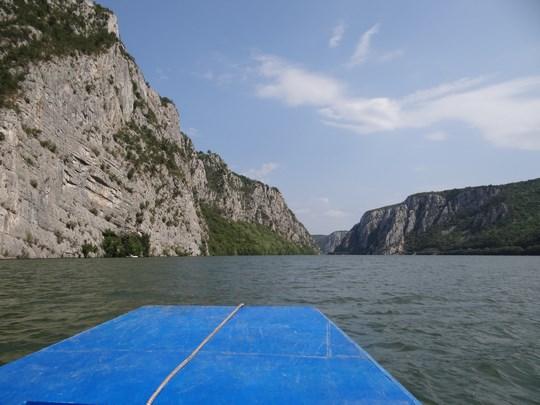 05. Cu barca prin Cazane