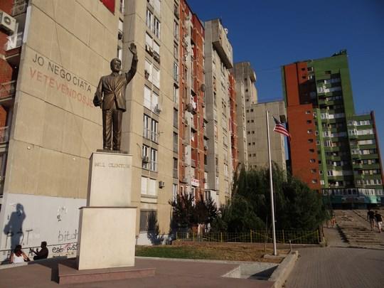 16. Statuia Bill Clinton Pristina