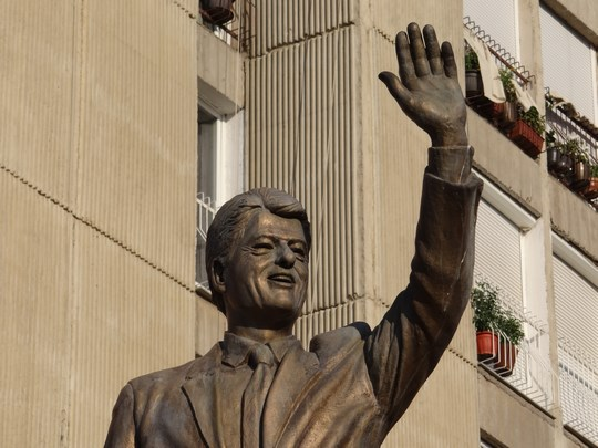 18. Statuie Clinton