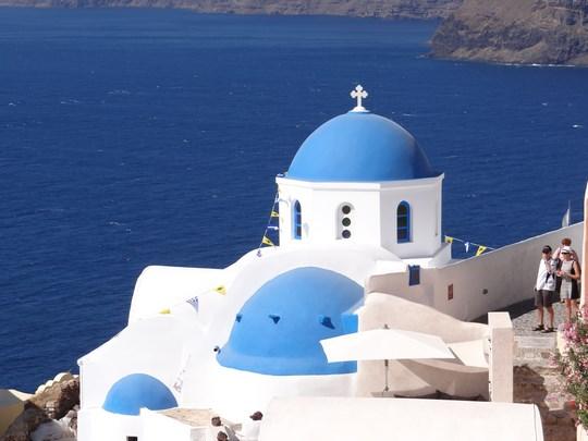37. Biserica cupole albastre