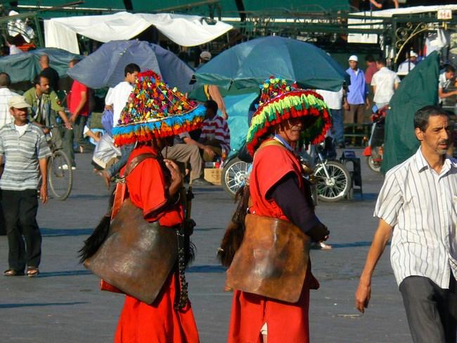02. Vanzatorii de apa din Marrakech
