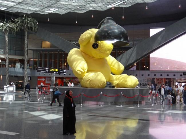 03. Ursul din aeroportul Doha (Copy)