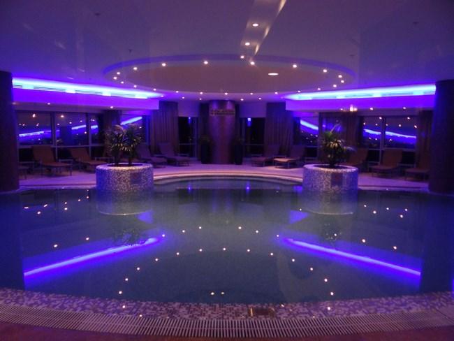 14. Piscina Hotel Movenpick Doha