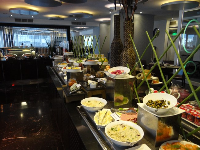 15. Mic dejun Hotel Movenpick Doha