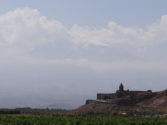18. Khor Virap si Ararat