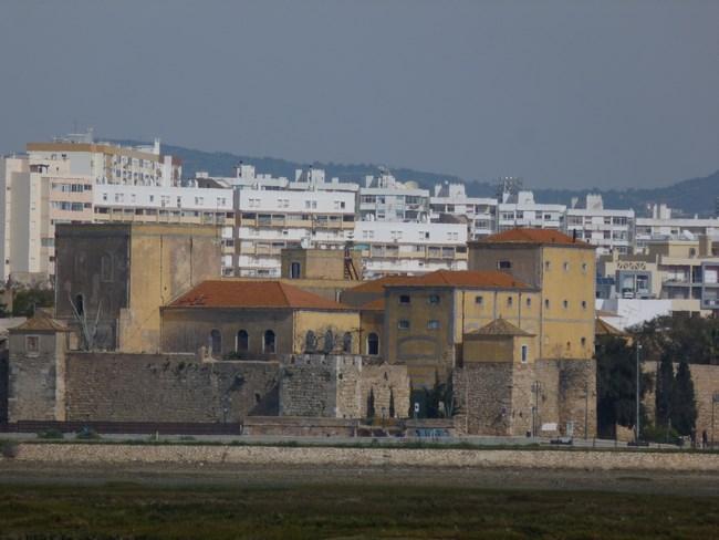 17. Zidurile din Faro