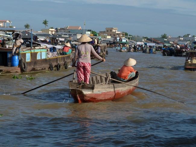 03. Luntras in Delta Mekongului