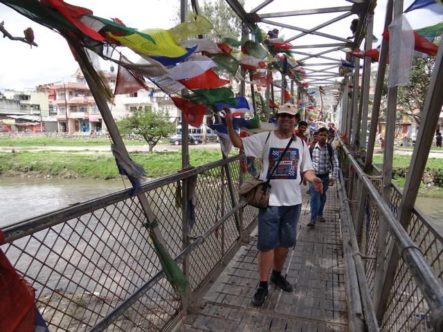 21. Pod cu steaguri