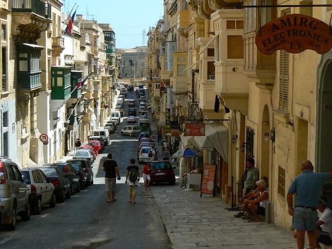 01. Strazile din La Valletta