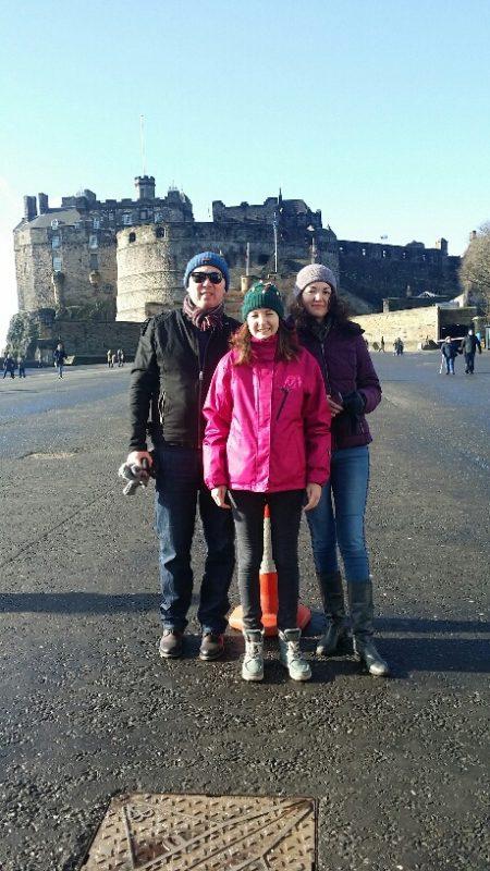 02, In fata castelului Edinburgh