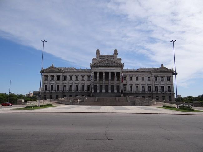 04. Parlamentul Uruguay