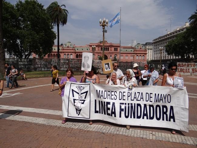 19. Mamele din Plaza de Mayo