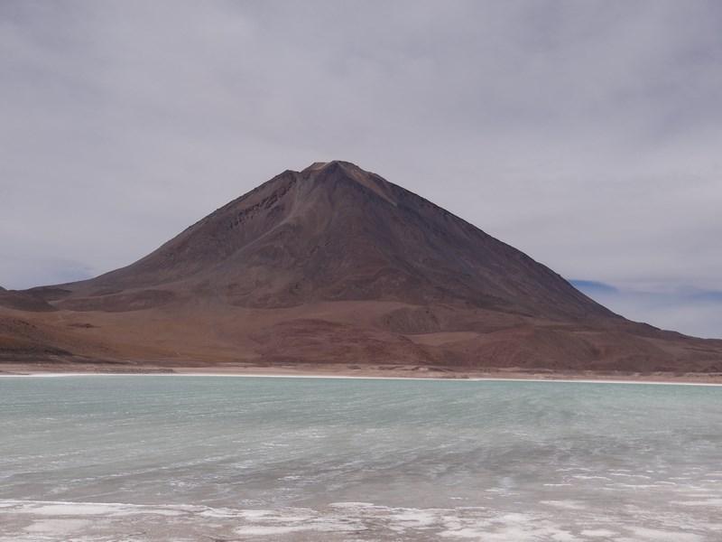 11. Laguna verde