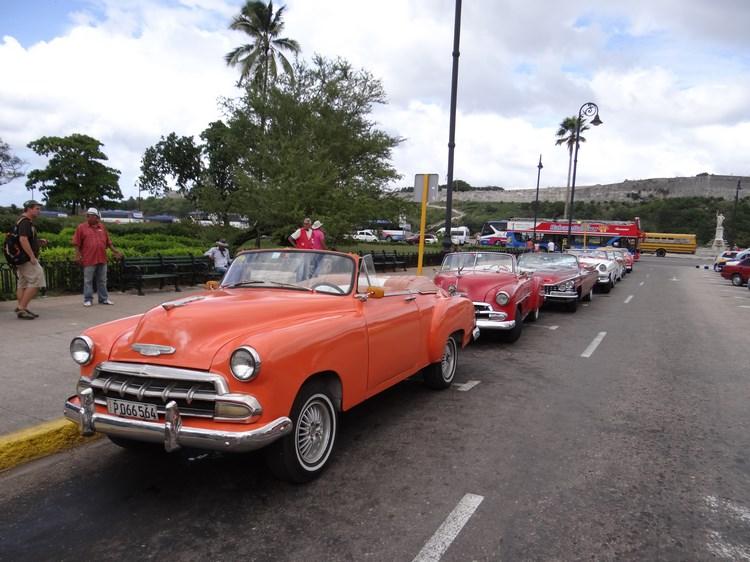 13. Masini de epoca in Cuba
