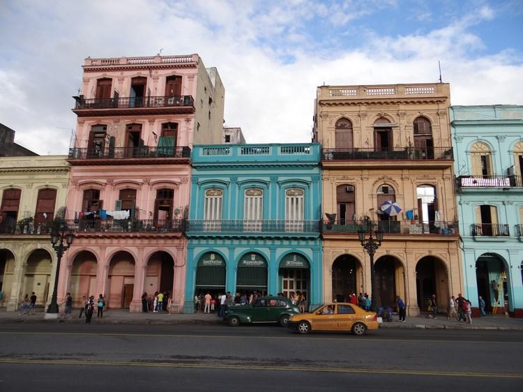 18. Cladiri in Havana