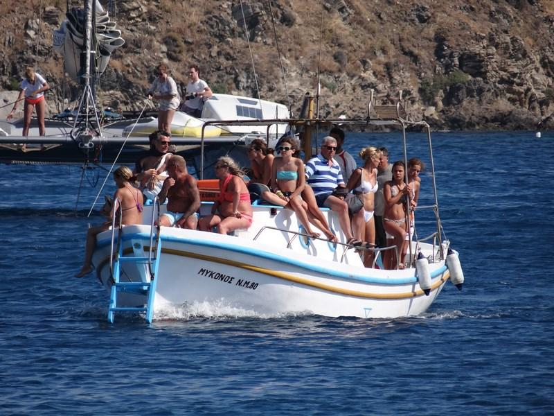 10. Barca spre Mykonos