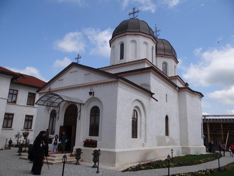10. Manastirea Comana
