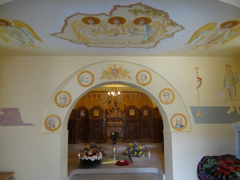 16. Capela manastirea Comana