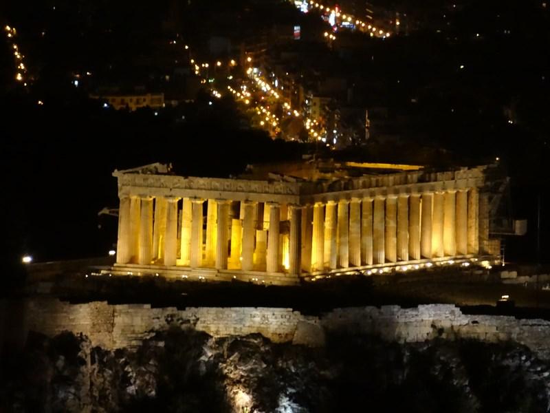 25. Parthenon noaptea