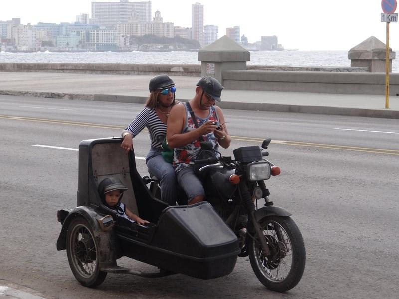 31. Motocicleta cu atas