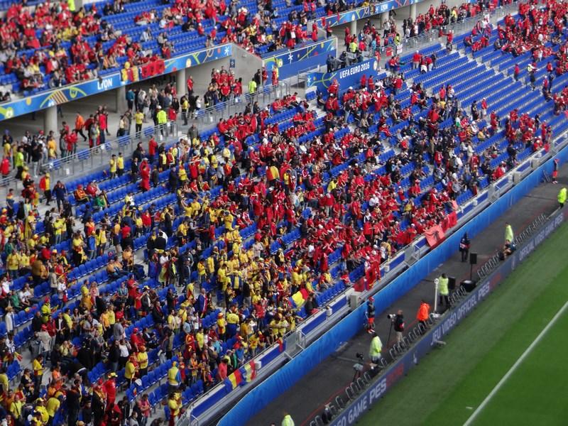 47. Romani si albanezi in tribuna