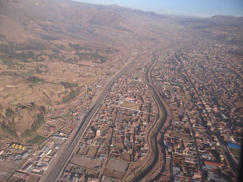 16. Cuzco din avion