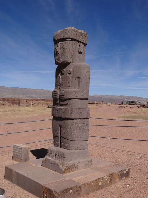 14. Statuie Tiahuanaco