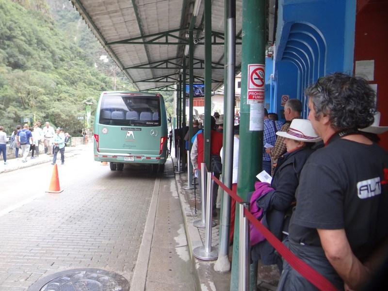 08-statia-autobuz