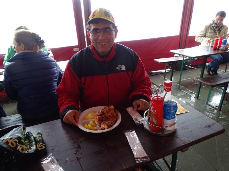 24-masa-in-piata-de-peste-bergen