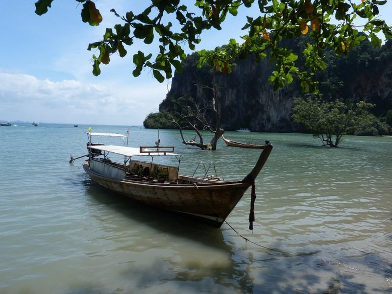 09-thai-boat