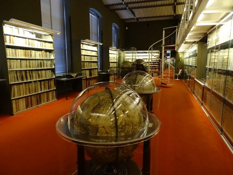 25-biblioteca-manuscrise-medievale