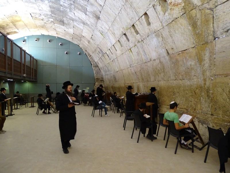37-evrei-habotnici-la-zidul-plangerii