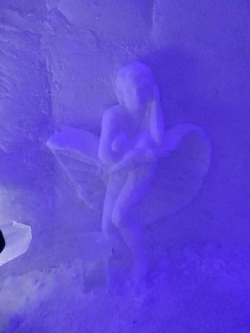 15. Statuie de gheata