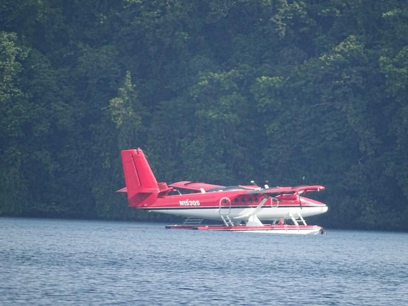 30. Hidroavion