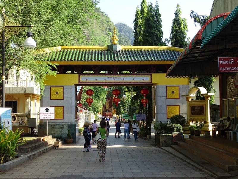 05. Intrare la manastire